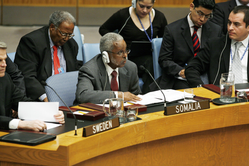 Elmi Ahmed Duale (centre), Permanent Representative of the Somali Republic to the United Nations, addresses a Security Council meeting on his country. The Council considered the Secretary-General's report providing an updated assessment of the situation with regards to piracy and armed robbery off the Somali coast. (nov 2009)